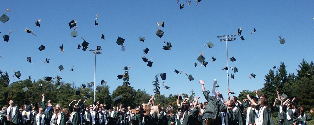graduation-995042_1280.jpg